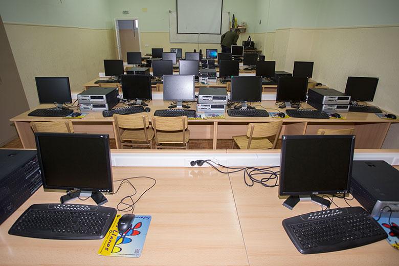Instalaciones - Aula de informática. Colegio Mater Dei, Ayegui - Estella