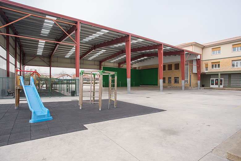 Instalaciones - Patio. Colegio Mater Dei, Ayegui - Estella