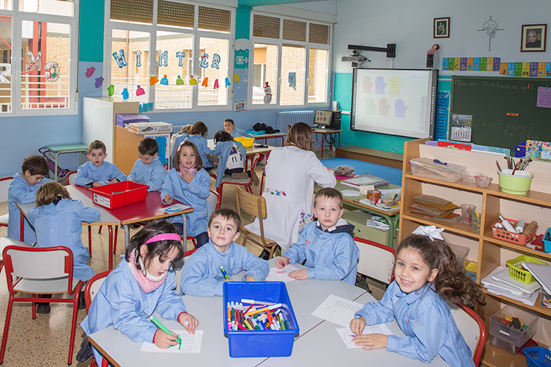 Instalaciones - Pizarras digitales en todas las aulas. Colegio Mater Dei, Ayegui - Estella